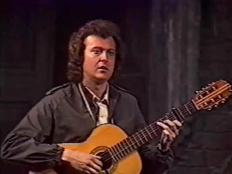 Молодой Юрий Стоянов исполняет песню