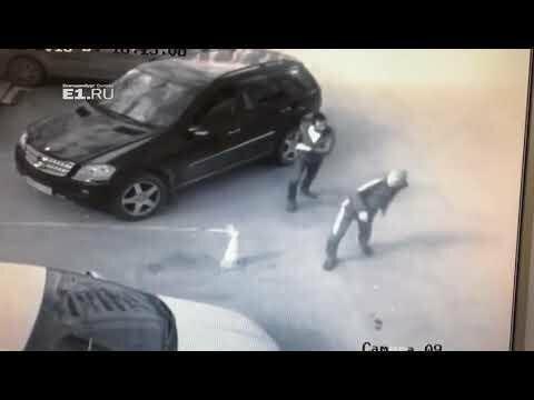 """В Екатеринбурге охранник проучил борзого """"общественника"""". Лопатой"""