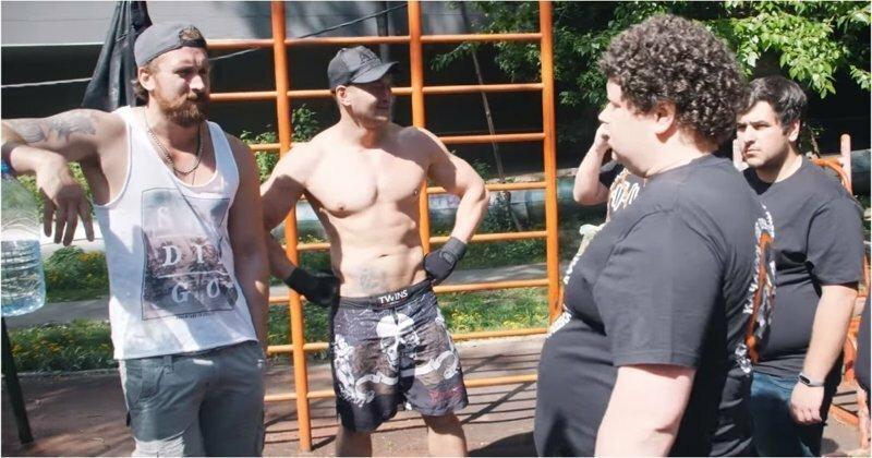 """Активисты проекта """"СтопКач"""" выгнали полуголых качков с детской площадки"""