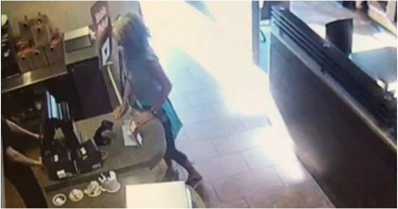 Посетительница кафе выразила свое возмущение самым мерзким образом