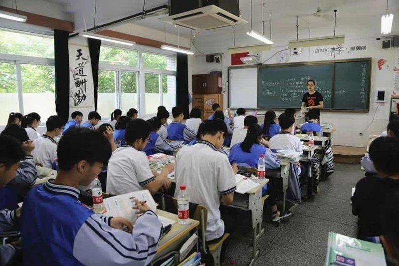 В китайской школе используют систему распознавания лиц для борьбы с невнимательностью учеников