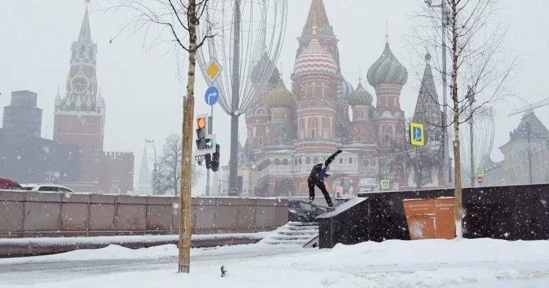 На скейтборде по зимней в Москве