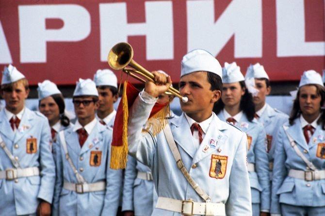 """Как военные с пионерами в """"ЗАРНИЦУ"""" играли"""