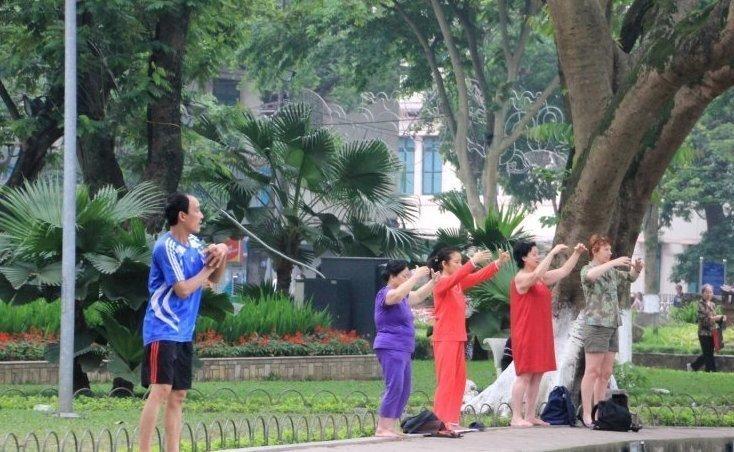 Традиции Вьетнама. Утро на пляже или в парке