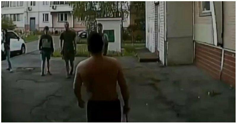 Житель Зеленограда вышел разобраться с выпивавшей возле подъезда компанией и попал в реанимацию