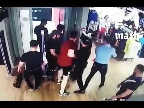 Драка во время кражи в Adidas