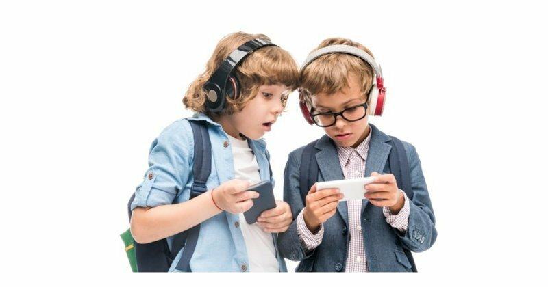 Французы запретили школьникам пользоваться мобильными телефонами