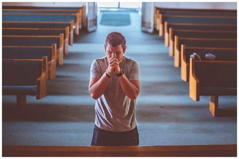 Мой брат - священник, и я все больше ненавижу его