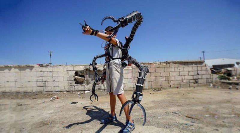 Молодой богач создал костюм из фильма «Человек-паук»