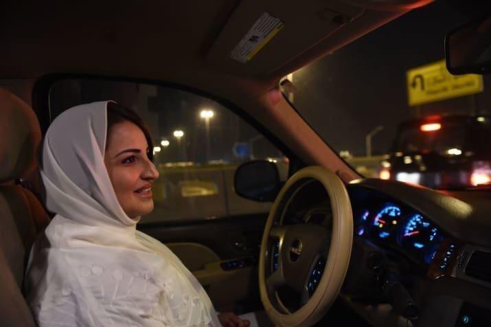 Женщинам в Саудовской Аравии разрешили сесть за руль