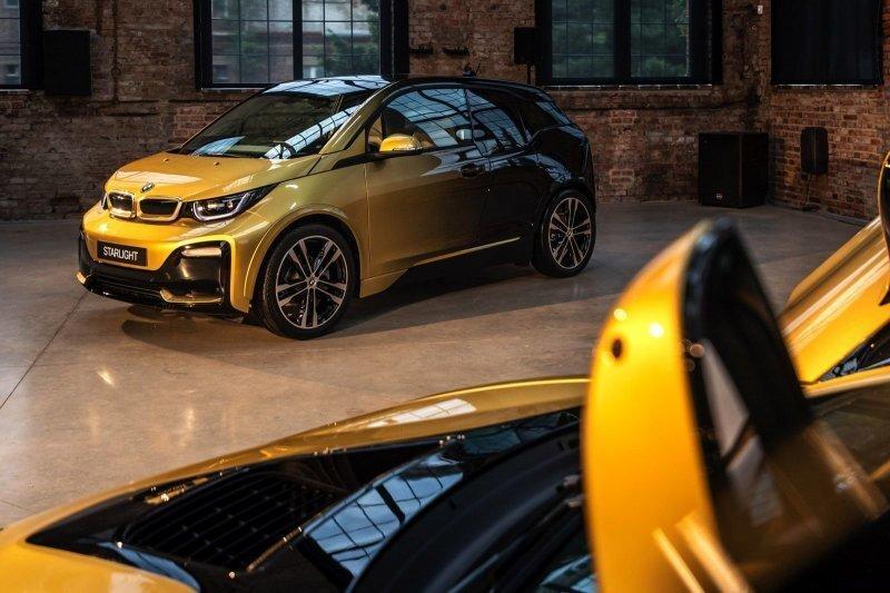 В Чехии покрыли BMW i3 и i8 четырьмя слоями золота