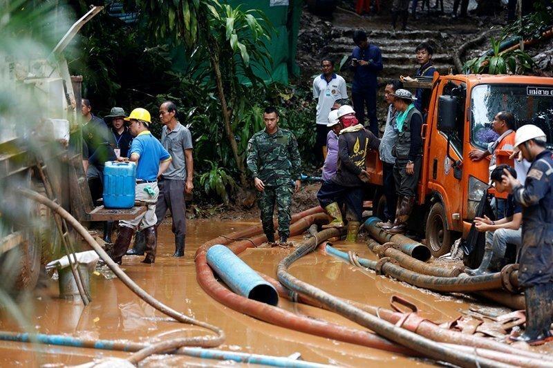 В Таиланде обнаружены живыми все 12 подростков, проведшие 9 дней в пещерах