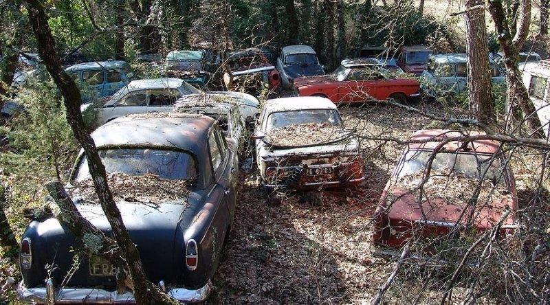 Невероятная коллекция редких заброшенных автомобилей во Франции