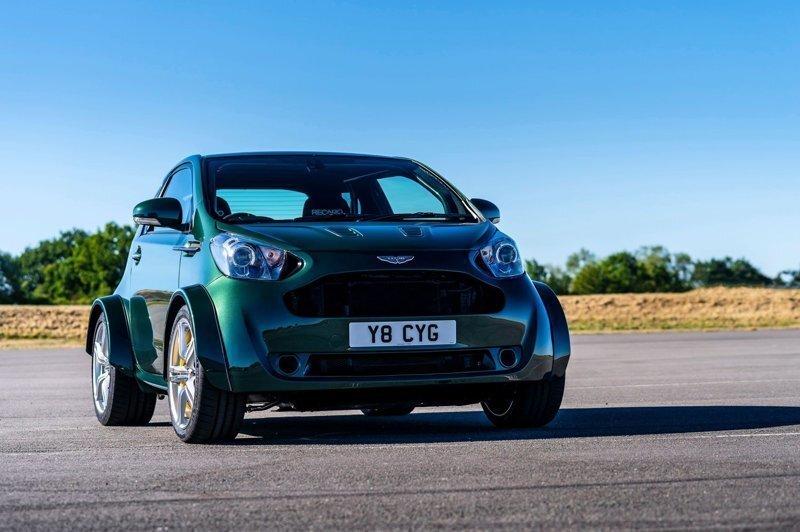 Самый маленький Aston Martin с могучим двигателем V8
