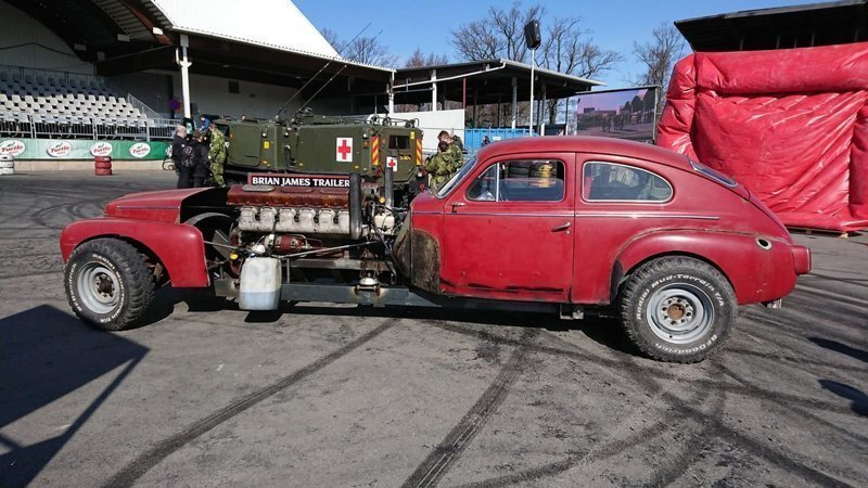 Старенький Volvo с дизельным двигателем объемом 39 литров