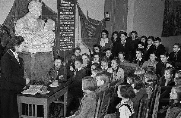 Зачем Сталин ввел плату заобучение вшколах в1940 году