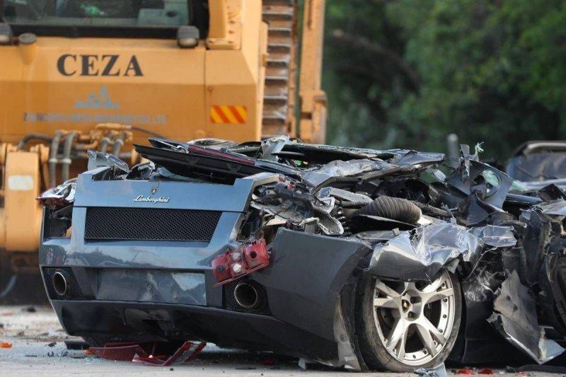 Президент Филиппин распорядился уничтожить 76 роскошных контрабандных автомобилей