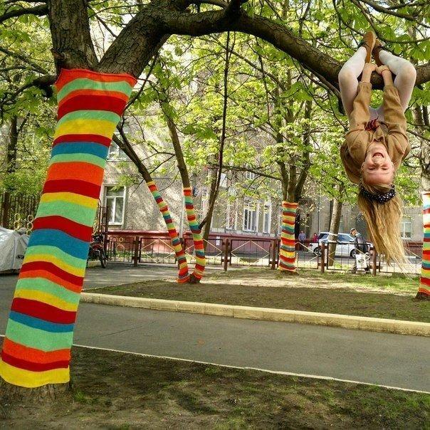 Уличное вязание: новый вид рукоделия набирает популярность в России