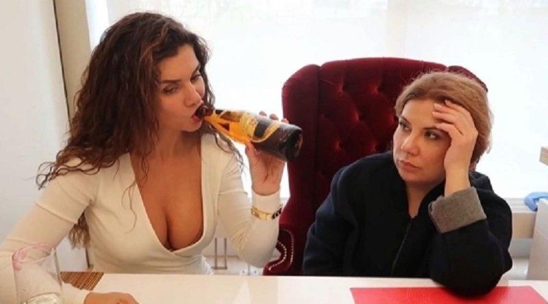 Федункив снова жжёт, и на этот раз она рассказала об оргазме. Спойлер: девушки согласятся