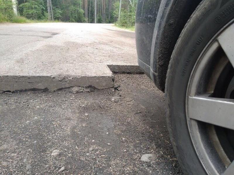 """ВАЗ пролетел по дороге с """"вырезанным асфальтом"""" и развалился"""