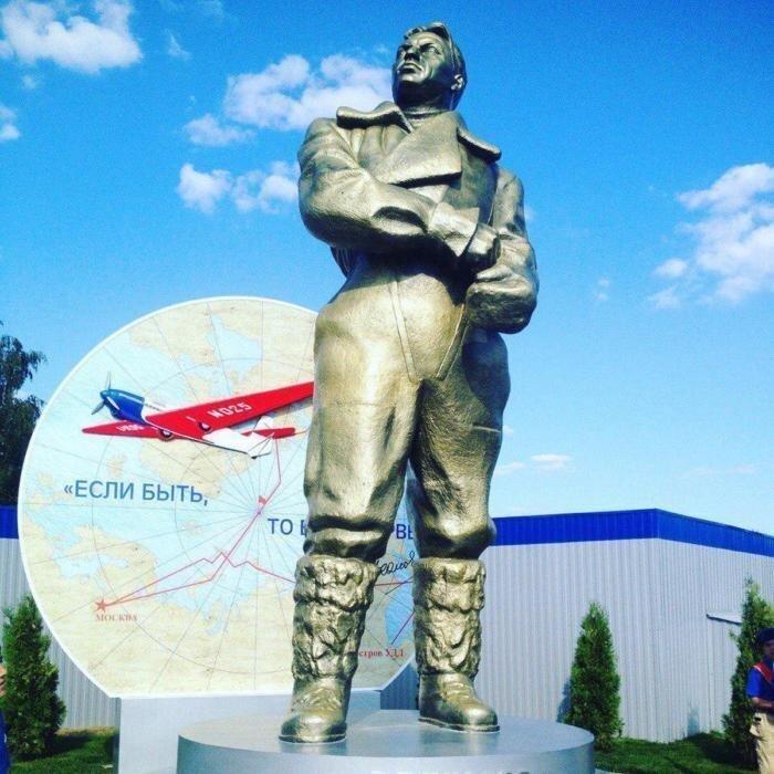 В « Кубинке» восстановили памятник Валерию Чкалову