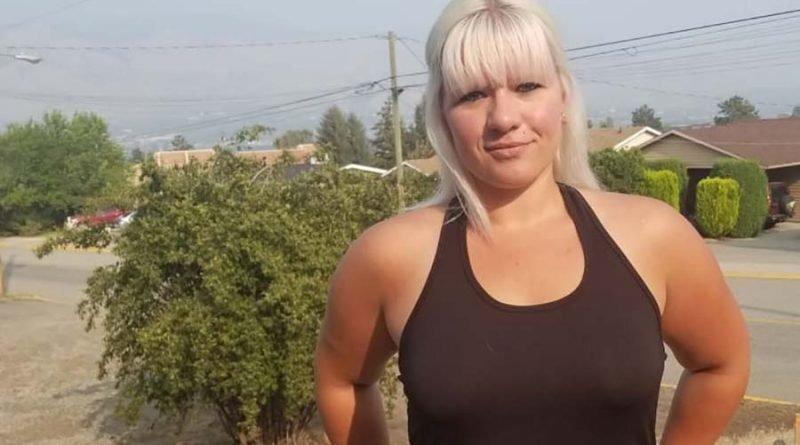 Женщина решила засудить начальника, потребовавшего от неё надеть бюстгальтер