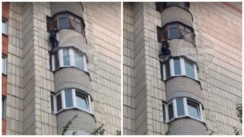 В Казани дочь пыталась спасти мать, которая падала с балкона
