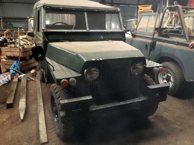 На ферме в Шотландии случайно обнаружили редкие автомобили