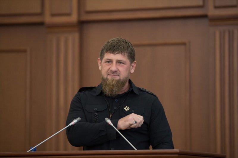 «Ерундой занимаетесь!»: Кадыров записал видеообращение к Тимати и Хабибу