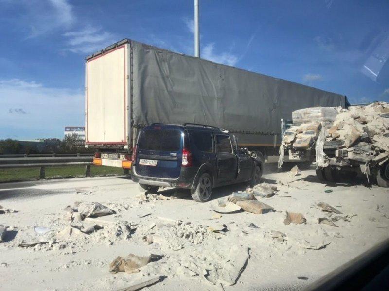 Авария дня. Смертельное ДТП в Петербурге, дорогу засыпало цементом
