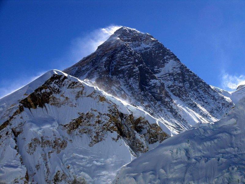 Почему Эверест, а не Джомолунгма