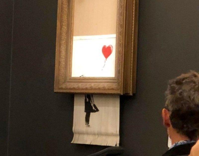 Проданная за миллион фунтов картина Бэнкси самоуничтожилась после аукциона