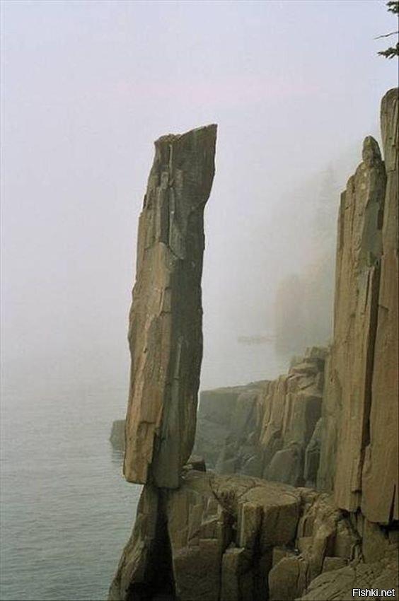 Балансирующая скала в Новой Шотландии, Канада