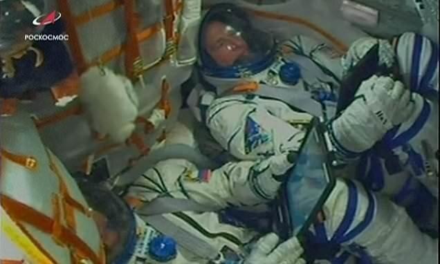 """При запуске ракеты """"Союз"""" произошла авария, но экипажу удалось спастись"""