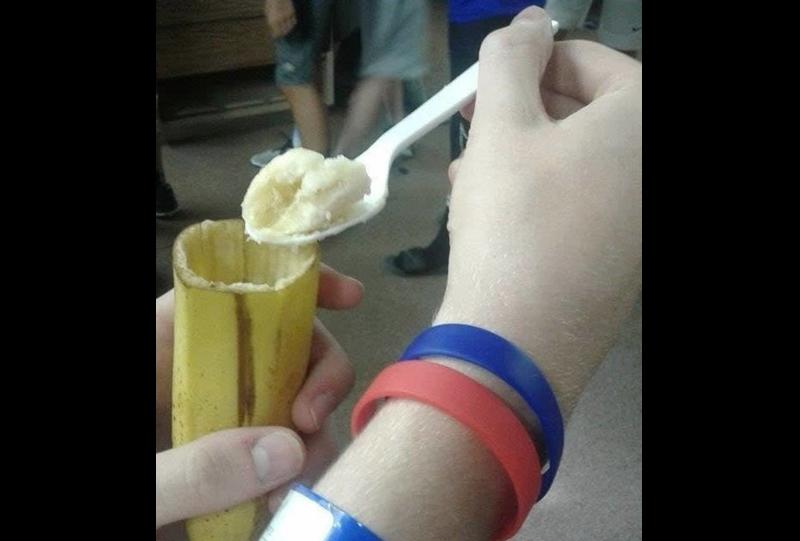 А как вы едите банан?