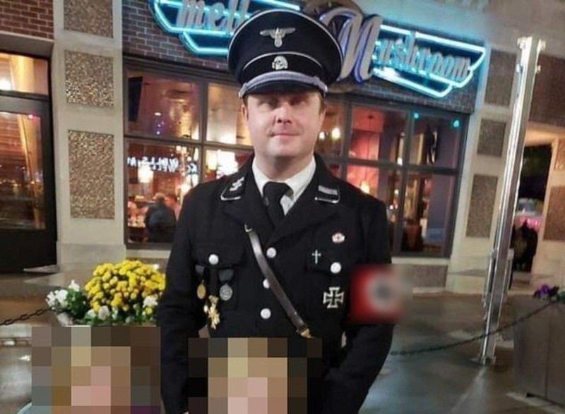 Неудачный Хэллоуин: «умный» американец нарядил сынишку в костюм Гитлера
