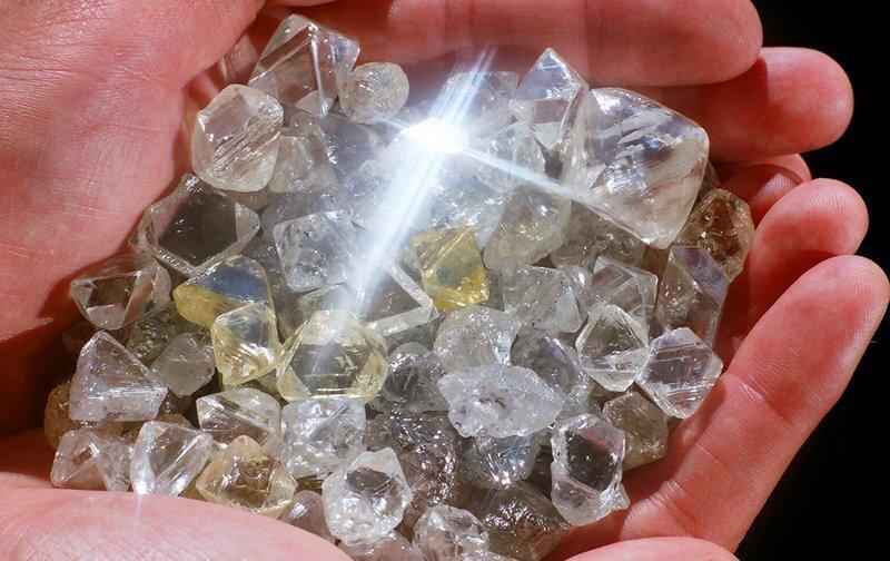 Алмазная афера века. Кто и как грабил хранилище российских драгоценностей