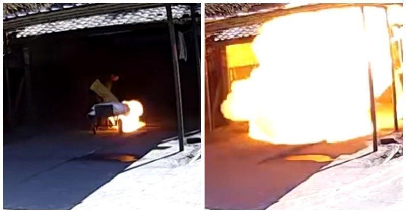 Взрыв возле входа на китайскую фабрику фейерверков попал на видео
