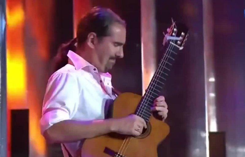 """Пожалуй, самое эпичное """"электрическое"""" соло на классической гитаре"""