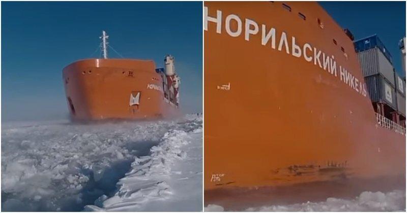 Контейнеровоз идет по ледовому каналу