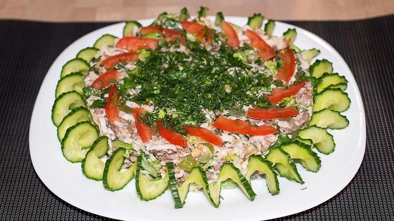 Необычный праздничный салат с мясом