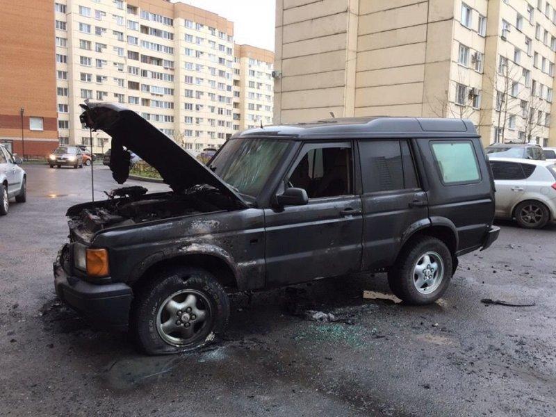 Поджог за парковку посреди двора в Петербурге