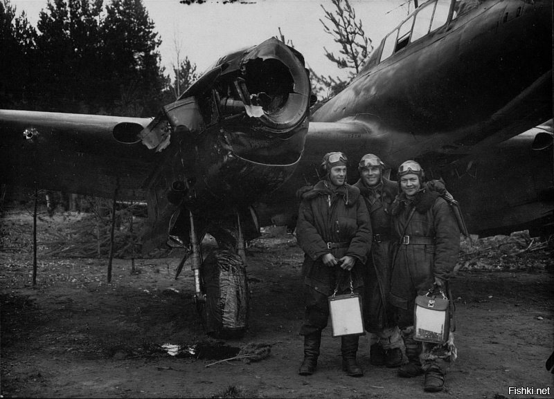 Экипаж старшего лейтенанта Михаила Батовского после возвращения из боевого вы...