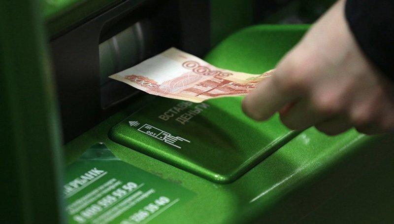 """Под Иркутском парочка """"скормила"""" банкомату полмиллиона купюрами """"банка приколов"""""""