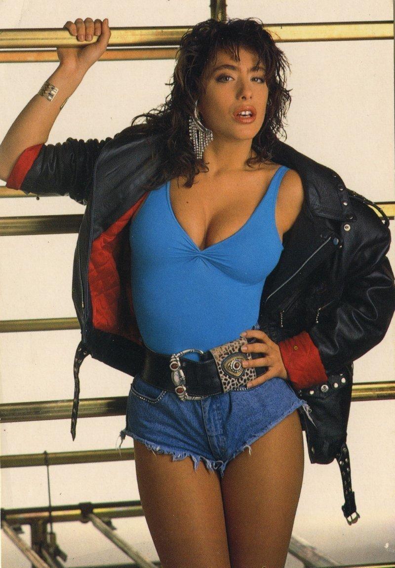 Сабрина Салерно — как выглядела известная итальянская певица 25-30 лет назад и сейчас