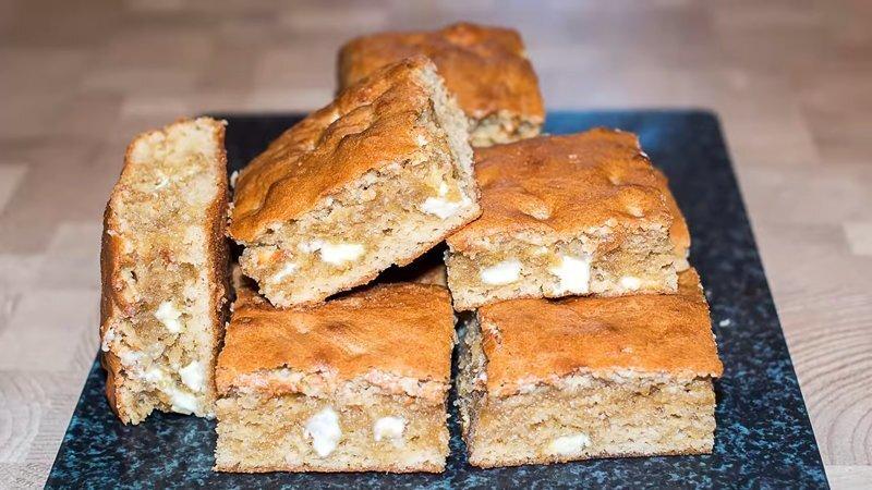 Простое пирожное Блонди – быстрый и вкусный пирог к чаю