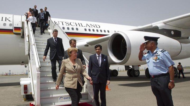 Ангела Меркель на борту рейсового самолета