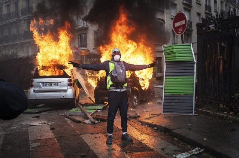 Как фейсбук взорвал Францию