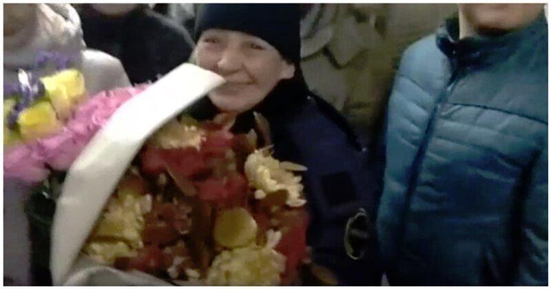 80 жителей Подмосковья поздравили с днём рождения самого доброго контролера