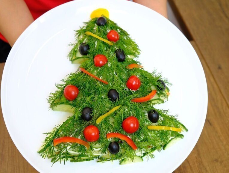 """Самый новогодний салат """"Елочка"""". Всеми любимое сочетание!"""